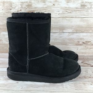 Ugg Classic Short Sheepskin Boot 2Y Black